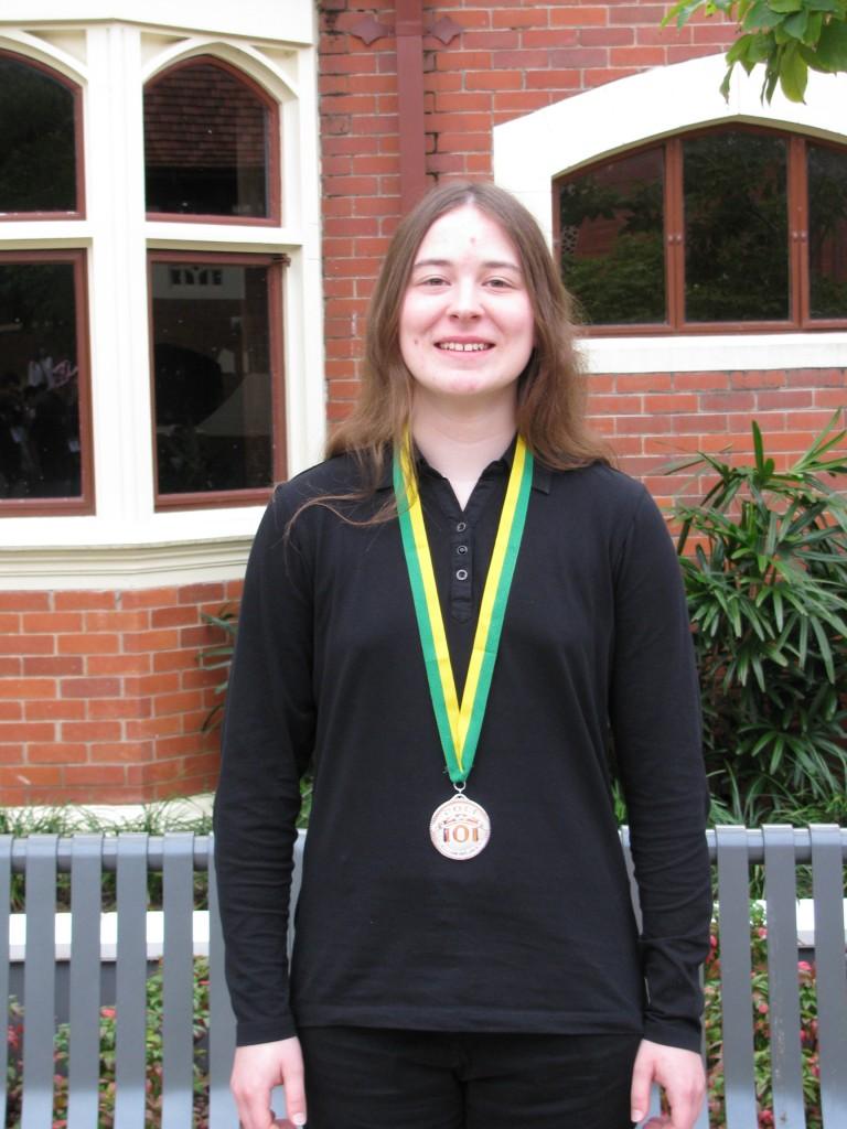Juliane Baldus mit ihrer Silbermedaille: Herzlichen Glückwunsch!