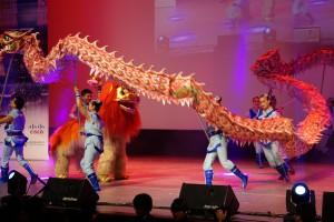 Löwen-Zähmen mit Drachen