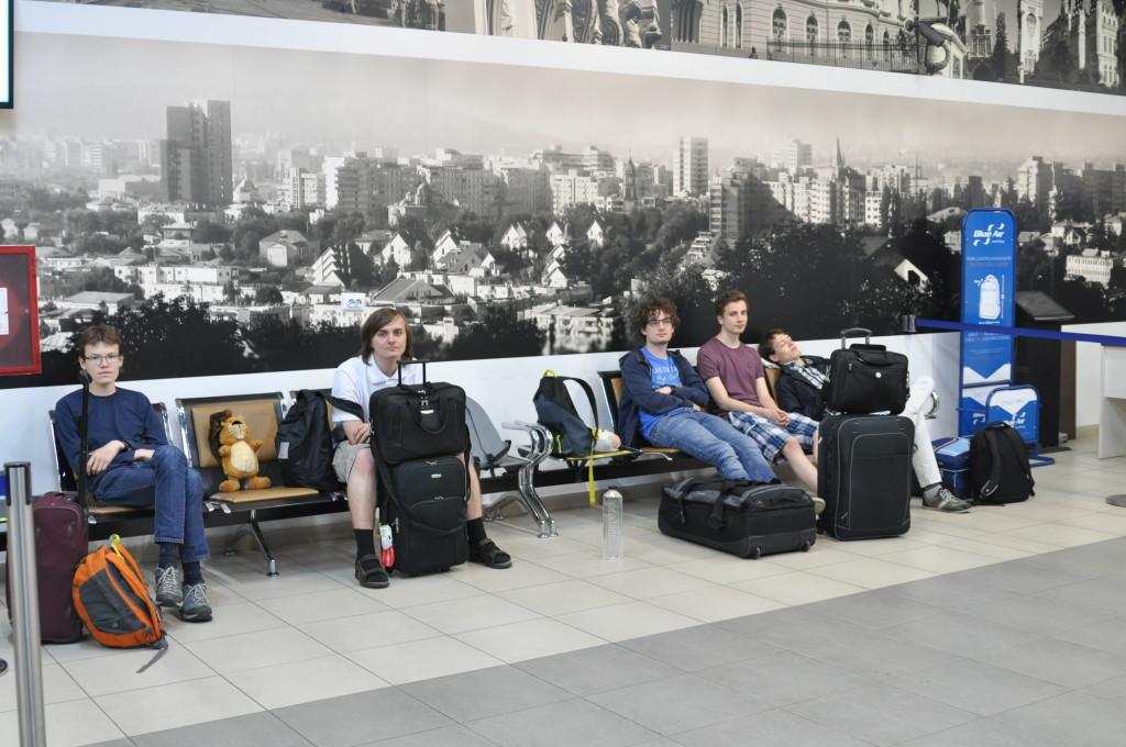 Warten auf dem Flughafen Iași.