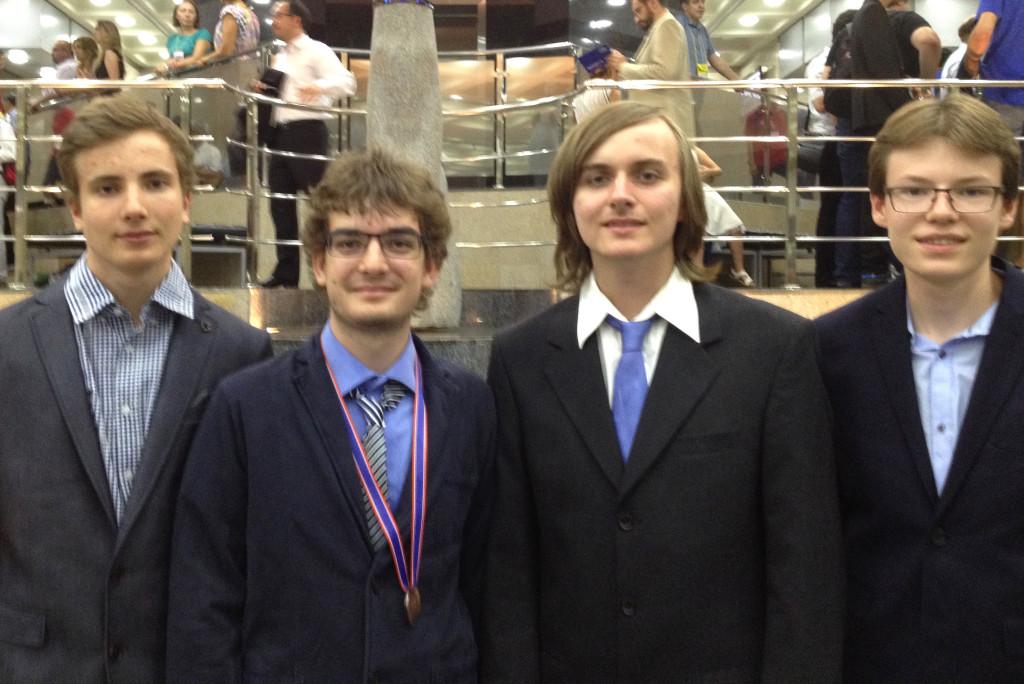 Nico, Nicolas (mit Bronze-Medaille), Viktor und Marian